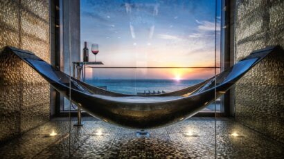 Luxury Beachfront Suspended Hammock Bathtub by SplinterWorks