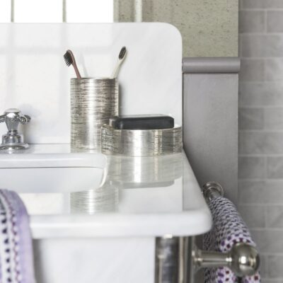antique-silver-textured-toothbrush-holder